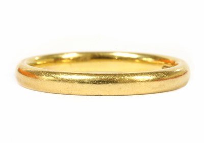 Lot 91 - A 22ct gold light court section wedding ring