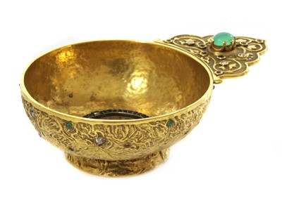 Lot 64 - A gem set gold kovsh