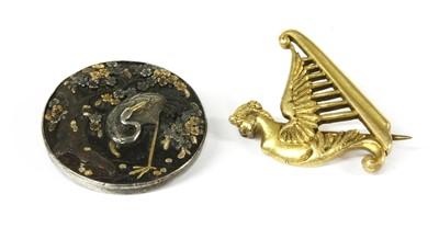 Lot 41 - An Irish gold harp brooch