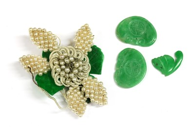 Lot 39 - A seed pearl and jade flower