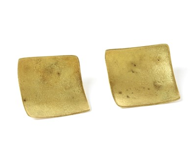 Lot 75 - A pair of gold stud earrings