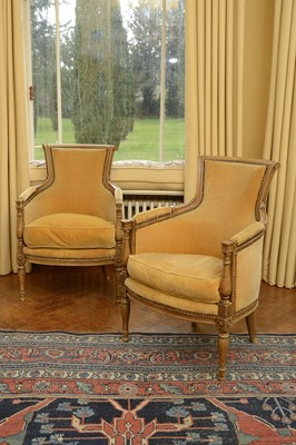 Lot 69 - A pair of fauteuil armchairs