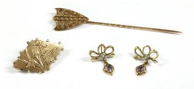 Lot 37 - A gold shield form stick pin