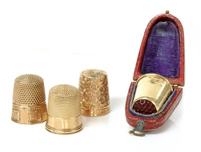 Lot 125 - A cased Continental gold thimble