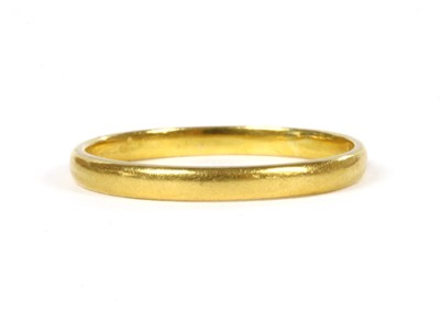 Lot 90 - A 22ct gold light court section wedding ring