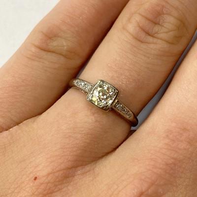 Lot 6 - A white gold single stone diamond ring