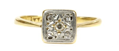 Lot 66 - A gold diamond cluster ring