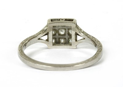 Lot 5 - An early 20th century platinum diamond cluster ring