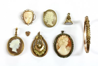 Lot 21 - A quantity of jewellery