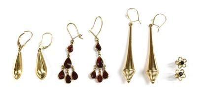 Lot 85 - A quantity of gold earrings