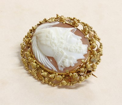 Lot 23 - A Regency gold oval shell cameo
