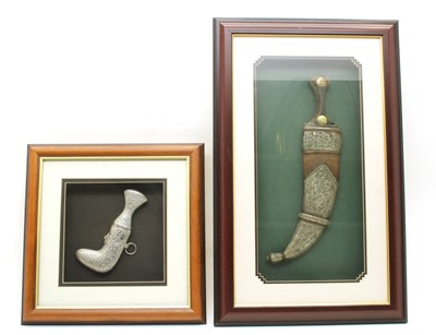 Lot 270 - A large Middle Eastern curved dagger