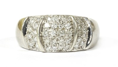 Lot 86 - A 9ct white gold diamond ring