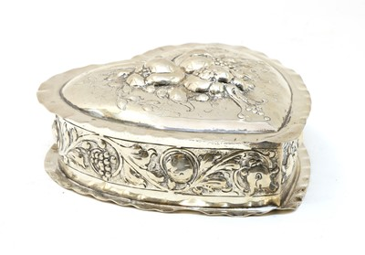 Lot 19 - A late 19th century continental heart shaped 800 standard silver box