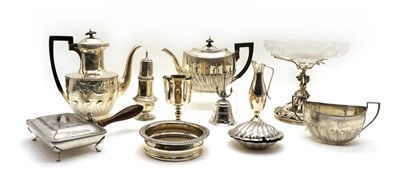 Lot 33 - A quantity lot of silver plated items