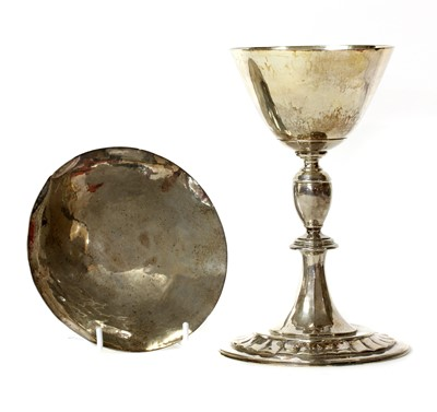 Lot 9 - A modern plannished silver chalice