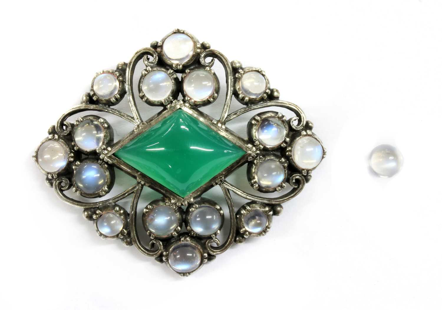 Lot 50 - An Arts & Crafts silver dyed green agate and moonstone brooch