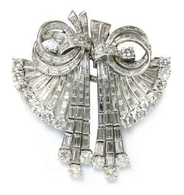 Lot 175 - A diamond set double clip waterfall brooch/pendant, c.1945