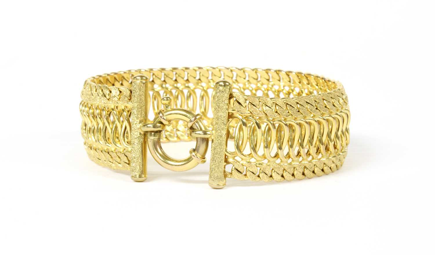 Lot 67 - A 9ct gold bracelet