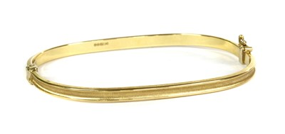 Lot 43 - An 18ct gold hollow hinged bangle