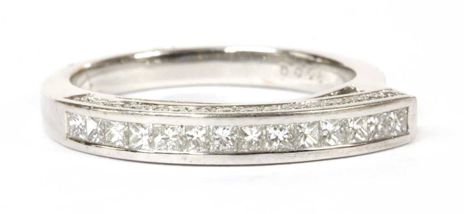 Lot 94 - A white gold diamond ring