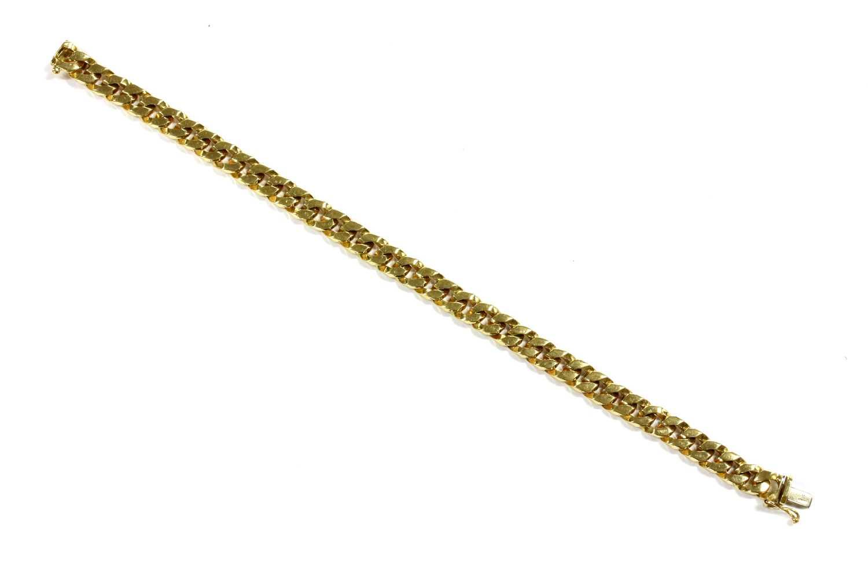 Lot 52 - An 18ct gold curb link bracelet