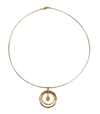 Lot 26 - A 9ct rose gold pendant