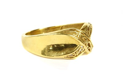 Lot 76 - A 22ct gold ring