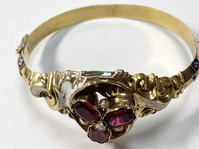 Lot 3 - A Swedish gold paste, split pearl and enamel hollow hinged bangle, c.1850