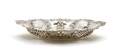 Lot 8a - An Edwardian silver bread basket