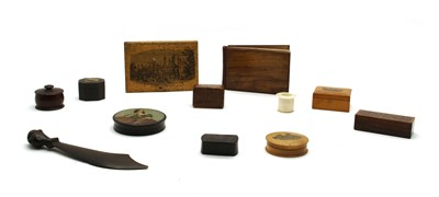 Lot 71 - A collection of pill boxes and similar