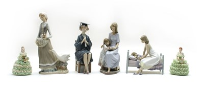 Lot 33 - A collection of Lladro porcelain figures