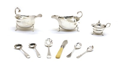 Lot 9 - A pair of silver sauce boats