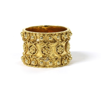Lot 98 - A 9ct gold Etruscan Revival-style ring, c.1970