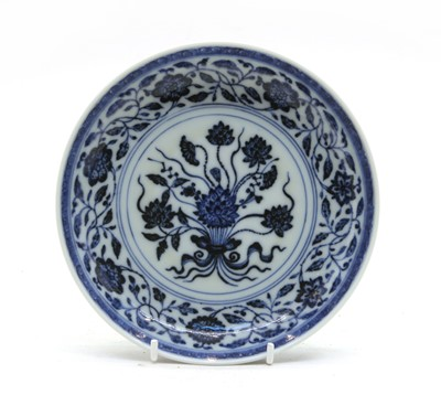 Lot 112 - A Chinese blue and white dish