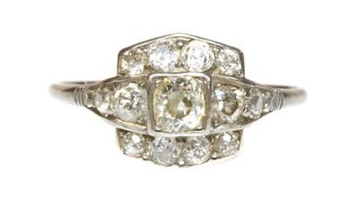 Lot 173 - An Art Deco diamond set cushion shaped cluster ring