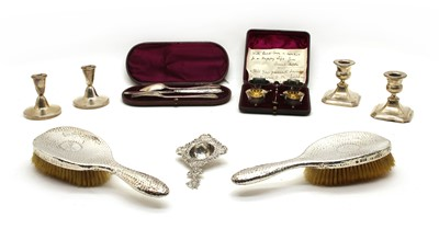 Lot 32 - A quantity of silver items