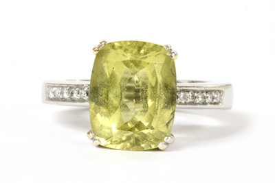 Lot 181 - A gold heliodor beryl and diamond ring