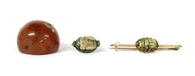 Lot 19 - A gold scarab brooch