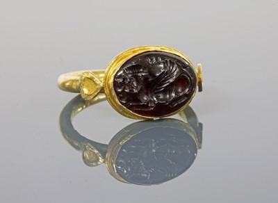 Lot 8 - A Byzantine gentlemen's high carat gold cabochon garnet intaglio ring