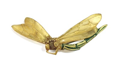 Lot 30 - A French Art Nouveau carved horn dragonfly brooch