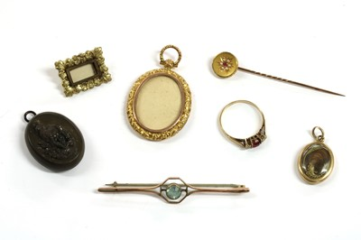 Lot 32 - A quantity of Victorian and later jewellery