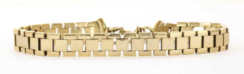 Lot 79 - A gold bracelet
