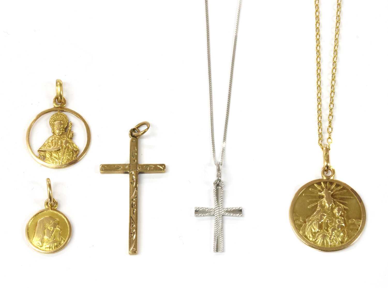 Lot 91 - A quantity of religious pendants
