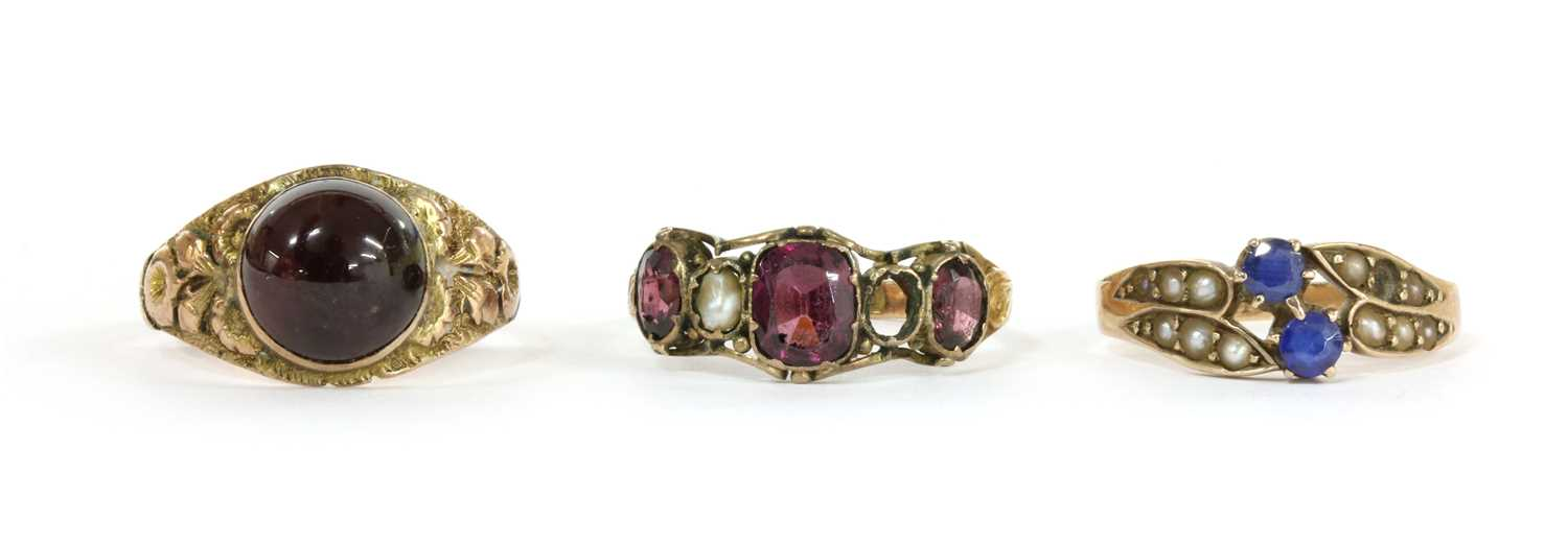 Lot 34 - A 12ct gold garnet and split pearl ring