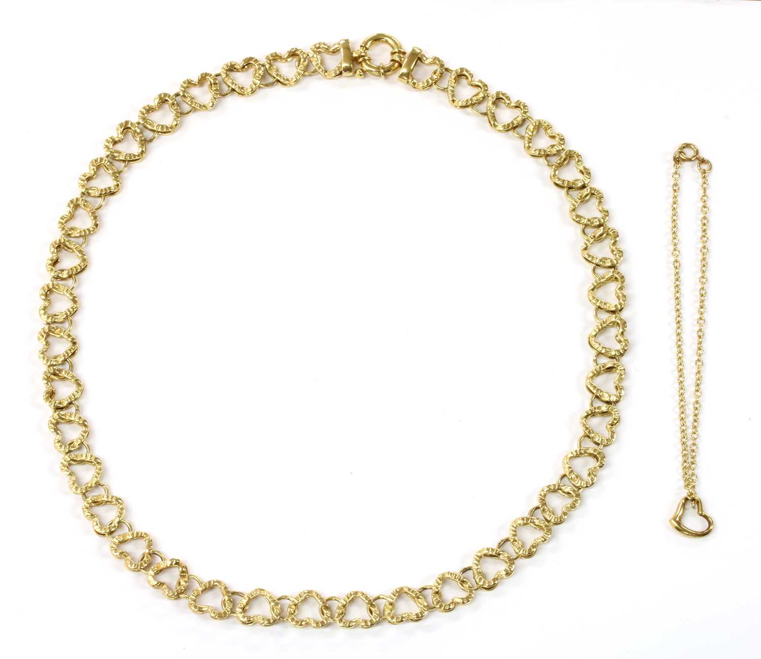 Lot 71 - A 9ct gold hollow heart shaped link necklace