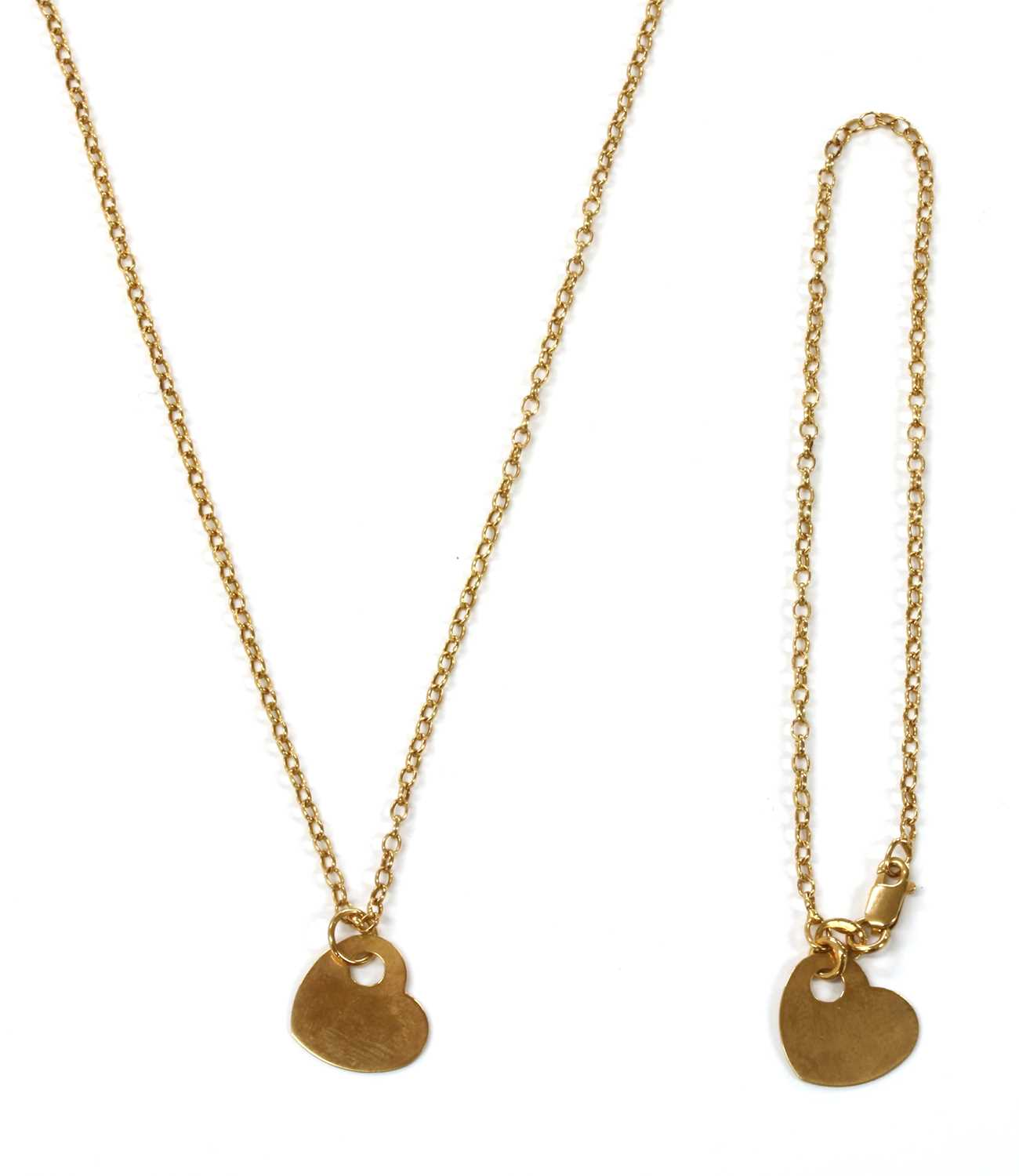 Lot 70 - A 9ct gold heart shaped disc pendant
