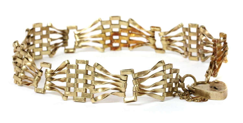 Lot 75 - A 9ct gold five row fan shaped gate bracelet