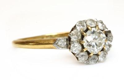 Lot 56 - An Edwardian gold diamond cluster ring