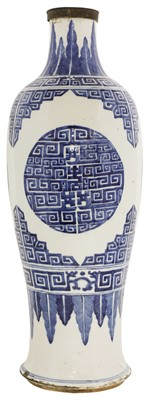 Lot 17 - A Chinese blue and white vase